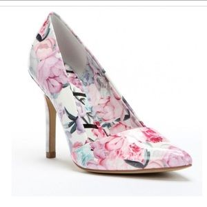 Elle Faux Patent Leather Flower Heels Size 10